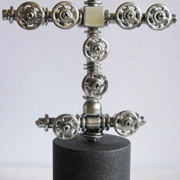 Настольный сувенир «Фонтанная арматура скважины»